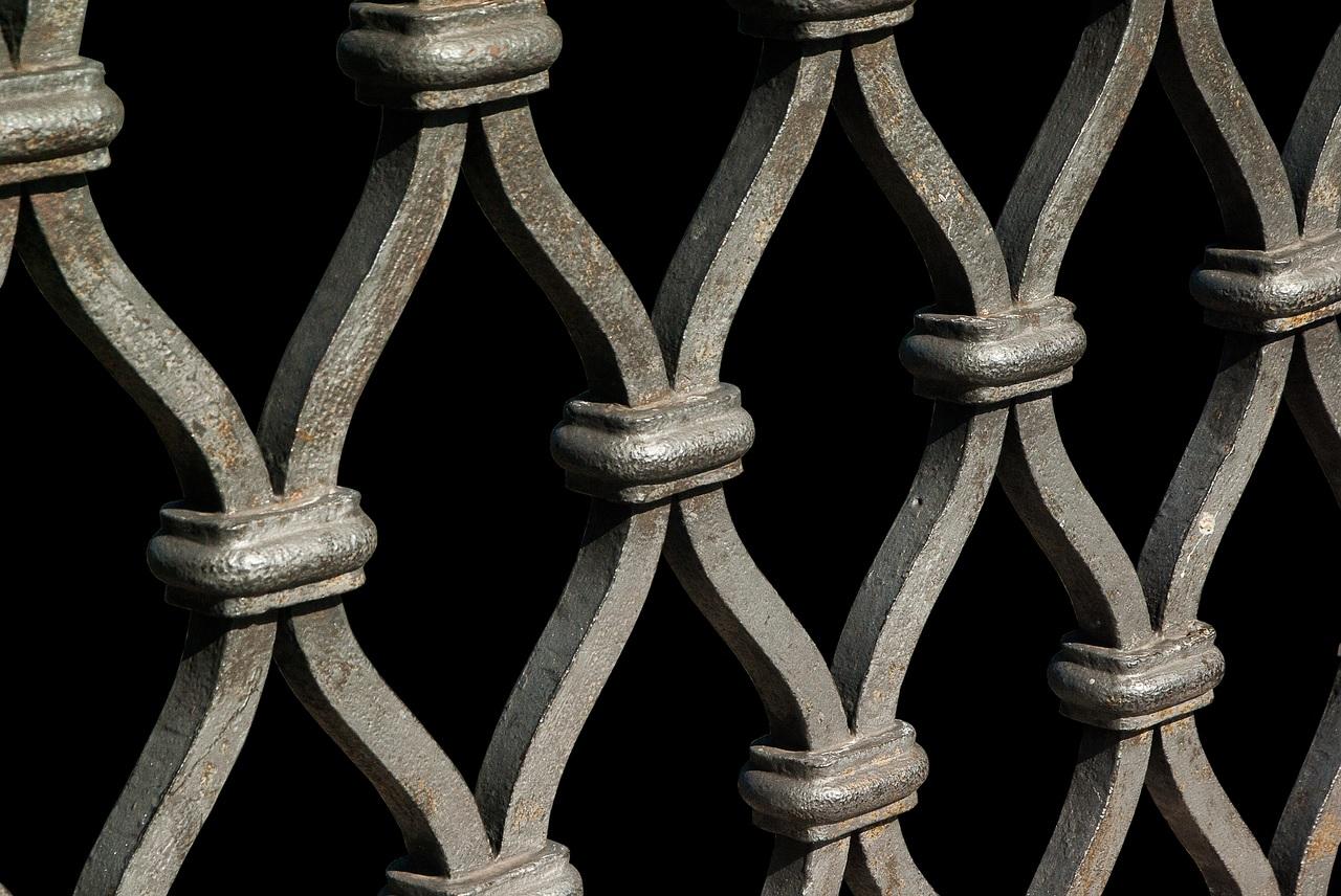 Portail en aluminium ou en fer forgé, quel est le plus rentable ?